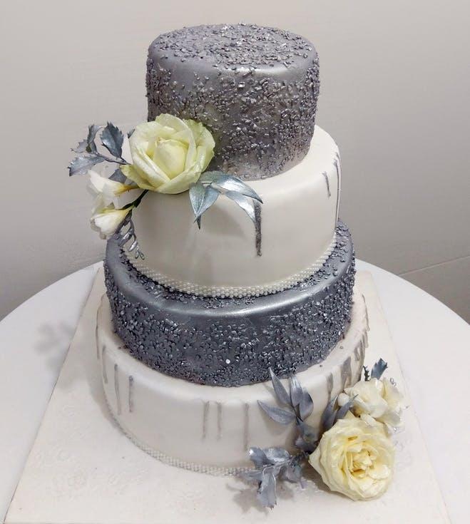 biało-srebrny tort weselny