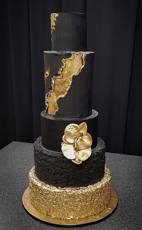 czarno-złoty tort weselny