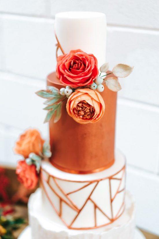 Tort weselny w kolorze miedzi