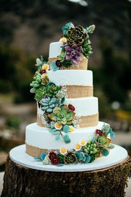 Tort weselny z sukulentami