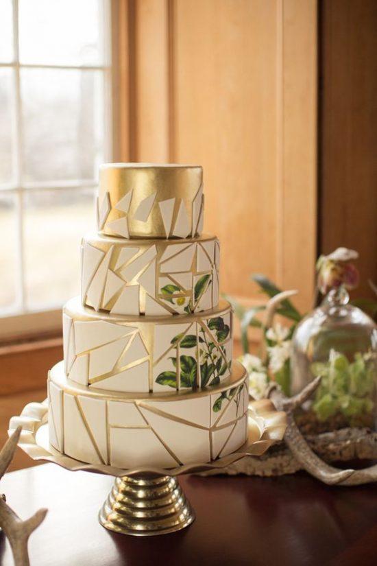 Tort weselny z geometrycznymi formami