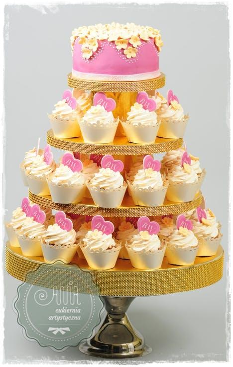 tort weselny z babeczek
