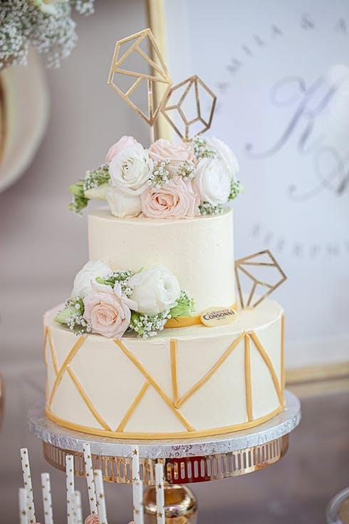 tort weselny z geometrią