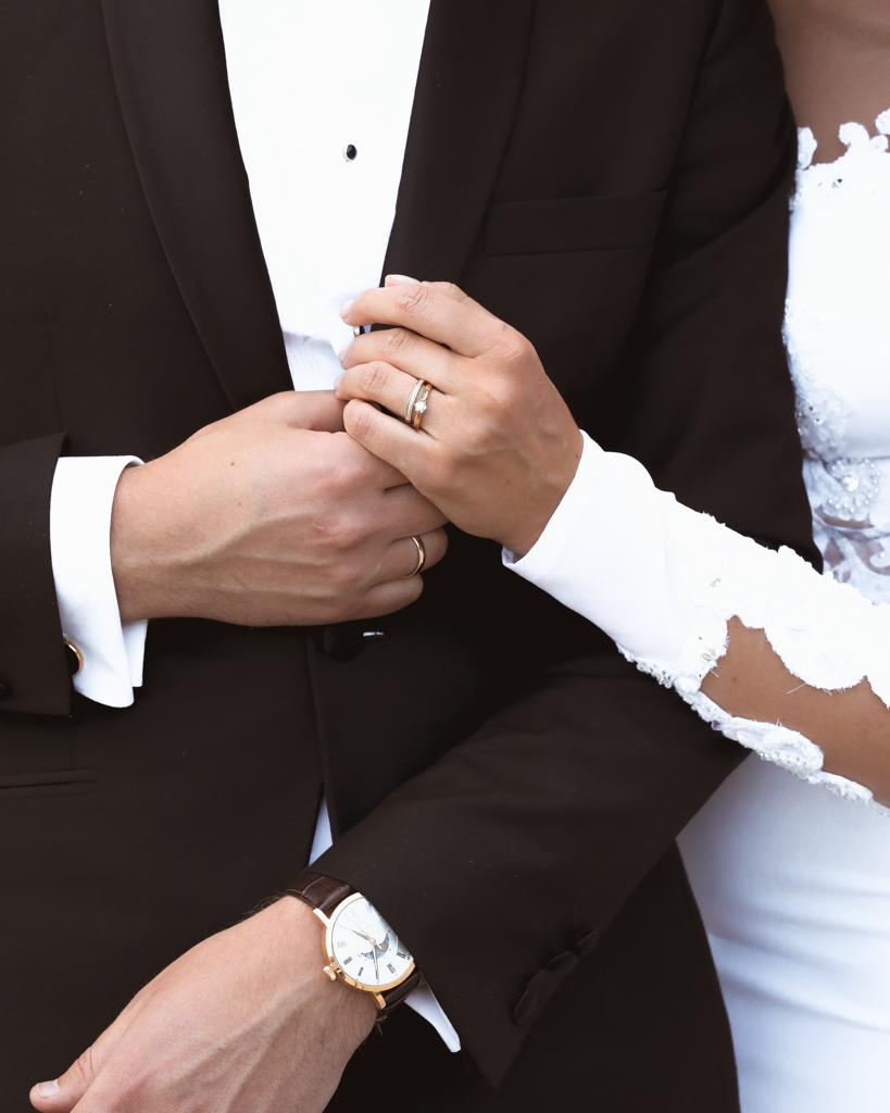 Na której dłoni i palcu nosi się obrączkę ślubną? - zdjęcie 1