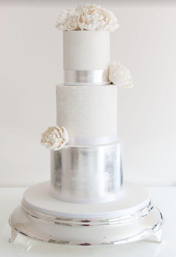 Srebrny tort weselny