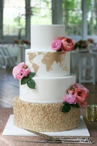 tort weselny z mapą świata