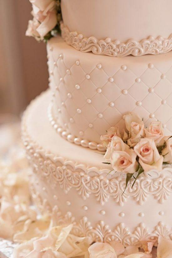 Pikowany tort weselny