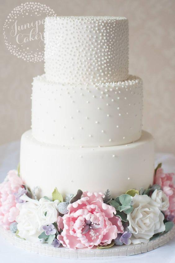 Tort weselny z perełkami