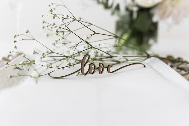 napis dekoracyjny jak wypisać zaproszenia ślubne