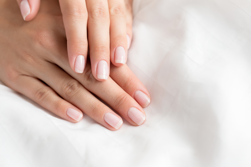 naturalny manicure ślubny - zdjęcie 5