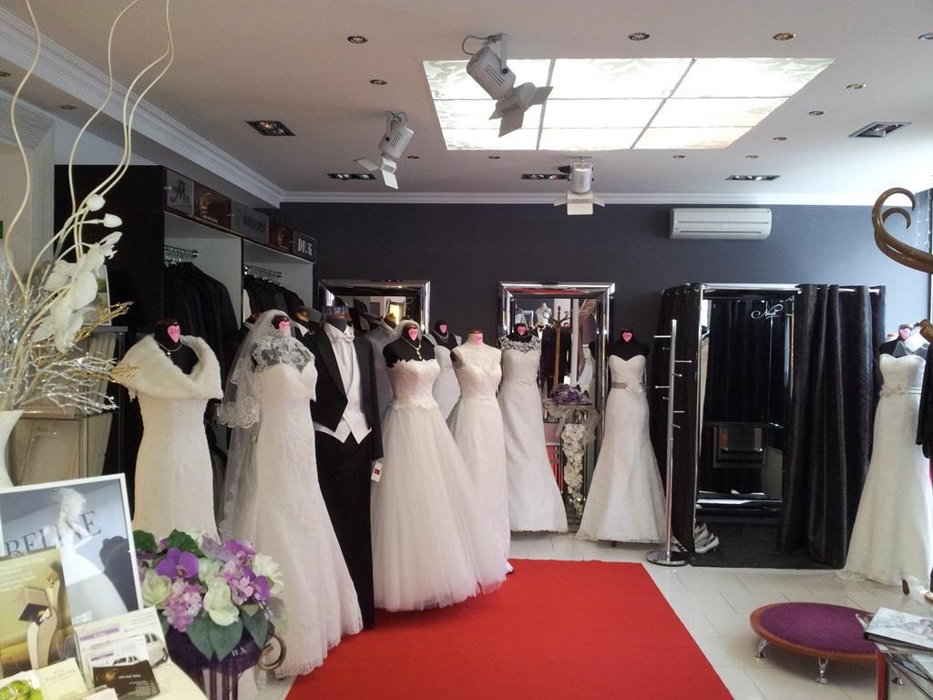 Kolejnym salonem godnym polecenia i wartym odwiedzenia jest Nicole Salon  Mody Ślubnej mieszczący się w Poznaniu przy ul. Powstańców Wielkopolskich 2 b7fe965e259