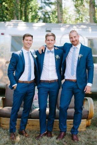Niebieskie garnitury ślubne