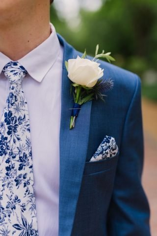Niebieskie dodatki ślubne dla pana młodego