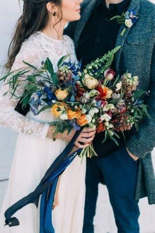 bukiet ślubny w kolorze classic blue