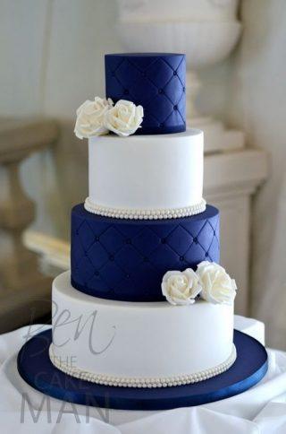 tort weselny w kolorze Classic Blue