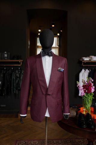 Bordowy garnitur De La Garza
