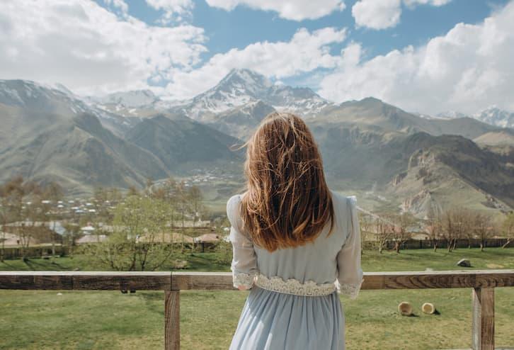 ślub humanistyczny góry niebieska suknia