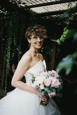 Panna Młoda w okularach - kręcone włosy