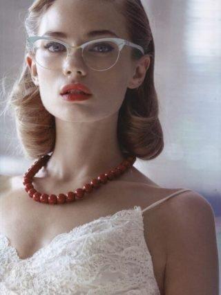Panna Młoda w okularach - białe oprawki