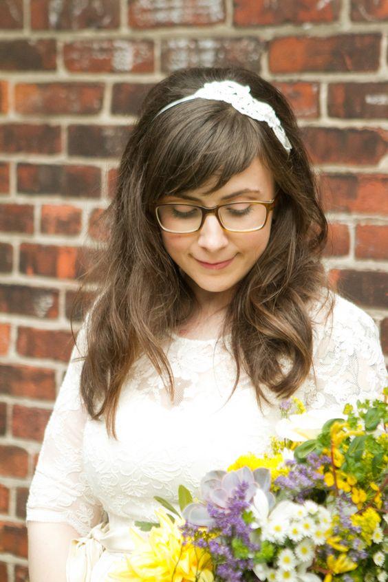Panna Młoda w okularach - rozpuszczone włosy