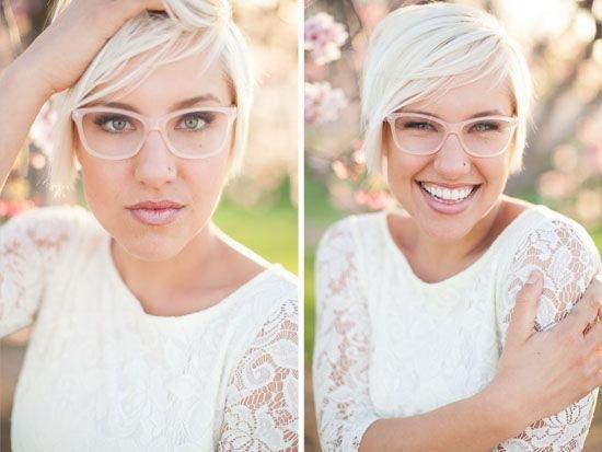 Panna Młoda w jasnych okularach