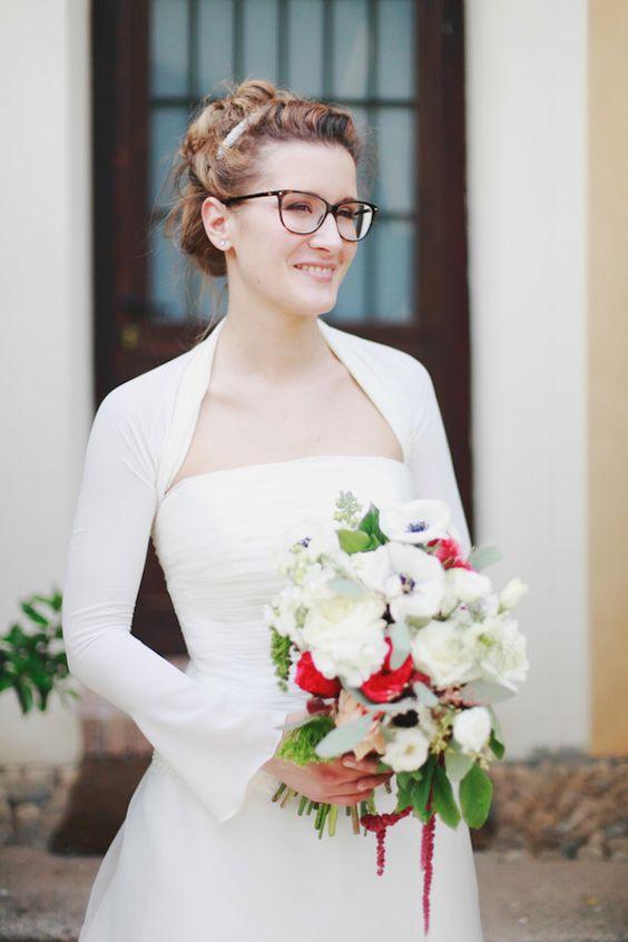 Panna Młoda w okularach - jakie upięcie