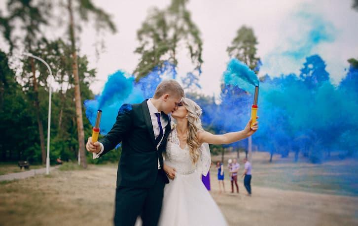 kolorowy dym świece wesele