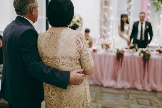 Podziękowania na weselu, jeśli rodzice jednej strony nie żyją