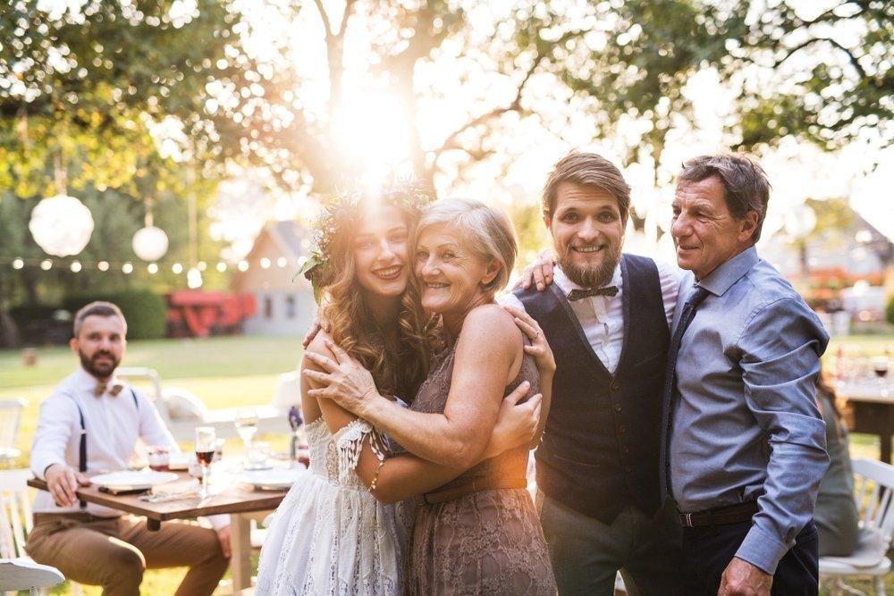 Podziękowania na weselu, jeśli rodzice jednej strony nie żyją lub nie żyje jeden z rodziców
