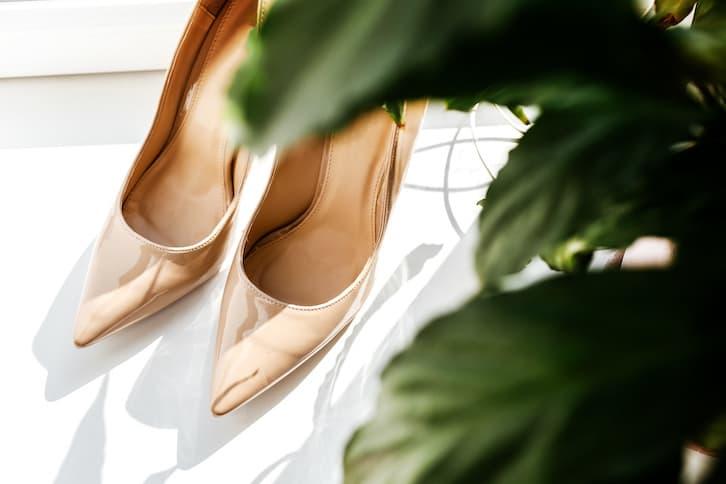 przesądy ślubne buty na parapecie