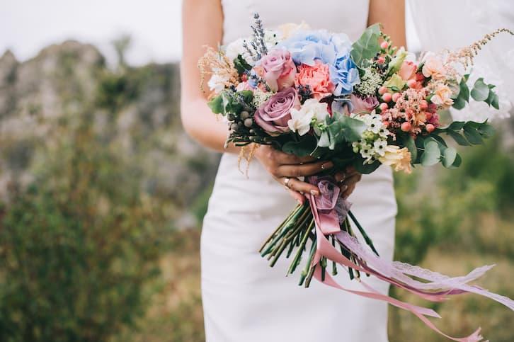 bukiet ślubny róże