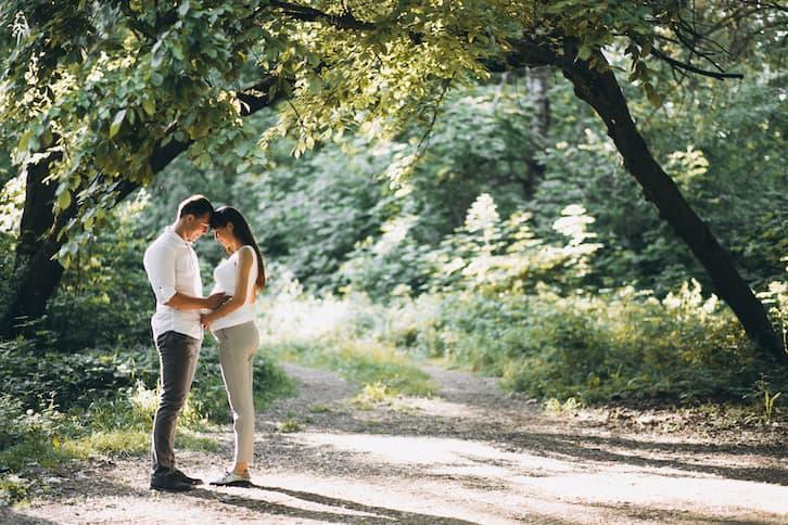 druhna na ślubie w ciąży