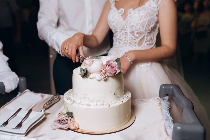 przesądy ślubne tort weselny