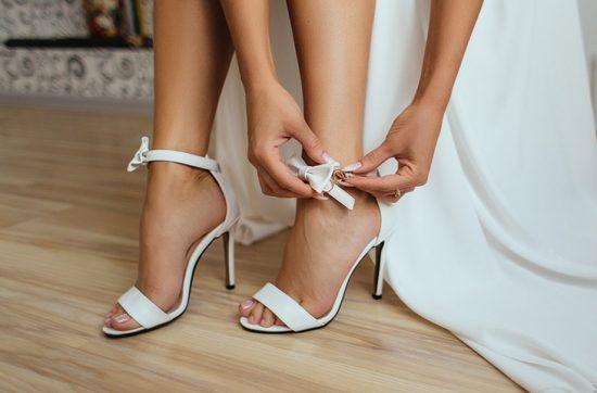 Jak przetrwać ślub i wesele w butach na wysokim obcasie - zdjęcie 1