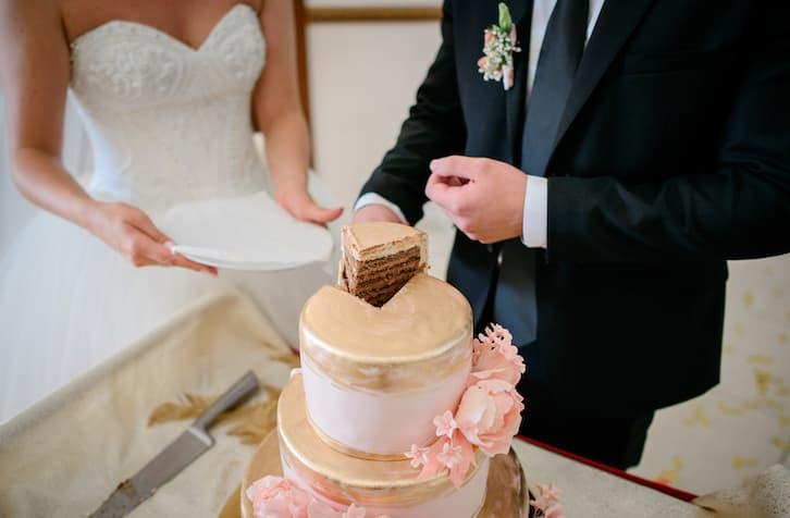 wesele krojenie tortu