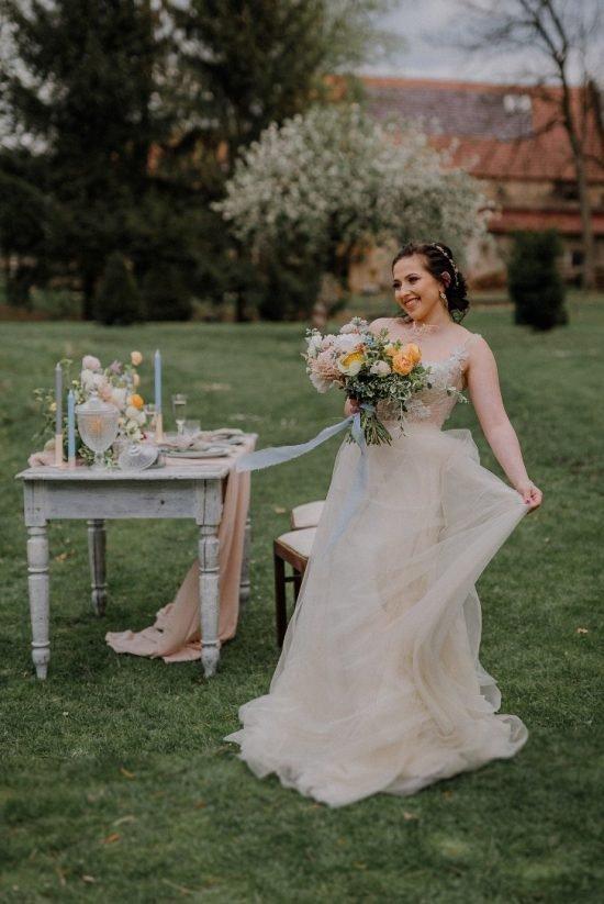 Romantyczna sesja ślubna w nowoczesnym stylu