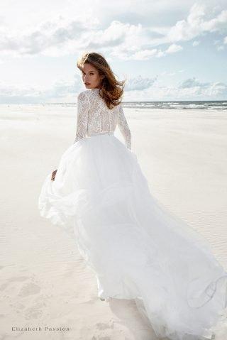 Suknia ślubna ze zwiewnego materiału SENSE by Elizabeth Passion