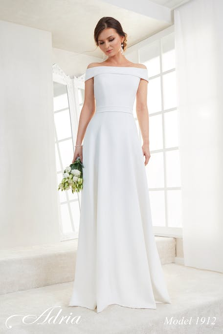 Skromna suknia ślubna Adria