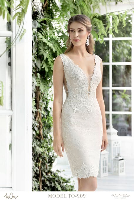Skromna suknia ślubna krótka z dekoltem Agnes Fashion Group