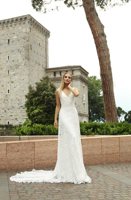 Skromna suknia ślubna z trenem Gala
