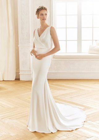 Skromna suknia ślubna drapowana LaSposa