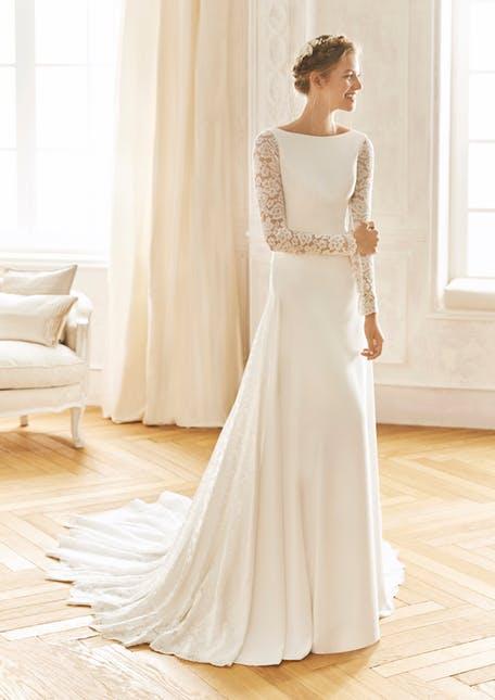 Suknia ślubna z koronkowymi rękawami La Sposa