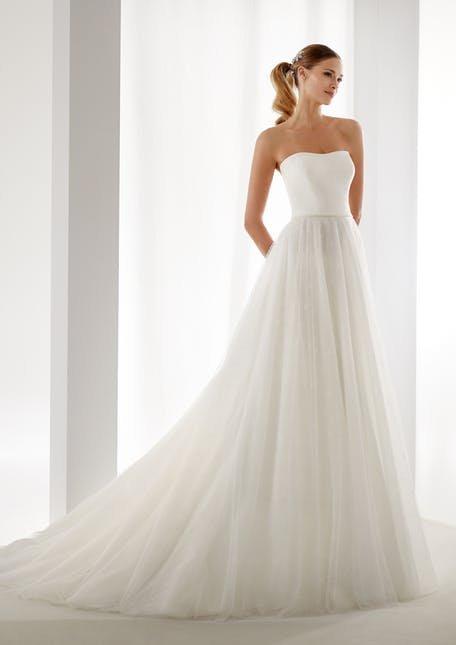 Skromna suknia ślubna z tiulową spódnicą Nicole