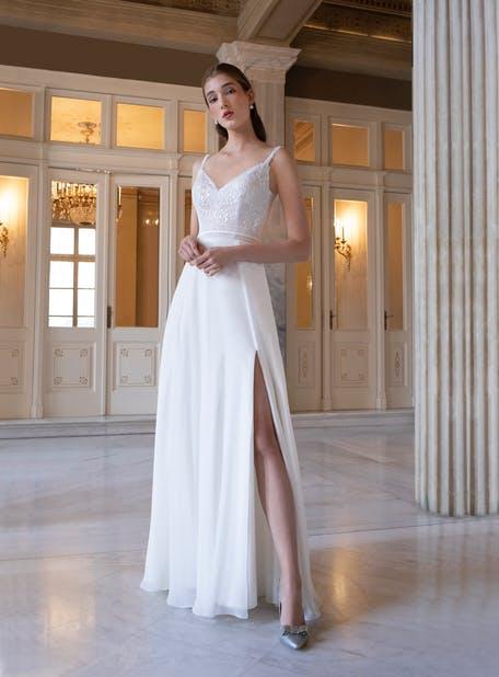 Skromna suknia ślubna z rozcięciem na boku OreaSposa