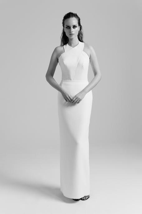Skromna suknia ślubna z dekoltem halter PoProstu
