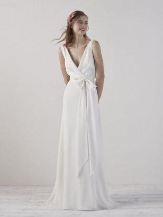Skromna suknia ślubna luźna Pronovias