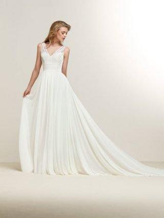 Skromna suknia ślubna z luźną spódnicą Pronovias