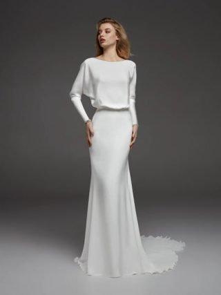 Suknia ślubna zabudowana Pronovias