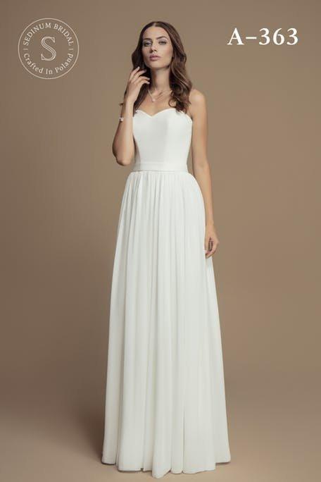Skromna suknia ślubna z gorsetowym topem Sedinum Bridal