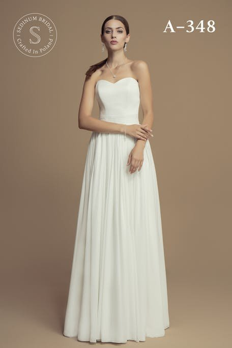 Skromna suknia ślubna z dekoltem w serce Sedinum Bridal